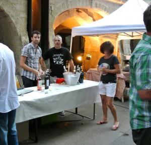 dégustation des vins du domaine des Puechs du grès Souvignargues aux Estivale de Sommières