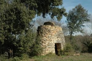"""une cabane en pierre sèche de Souvignargues dite """"capitelle"""""""
